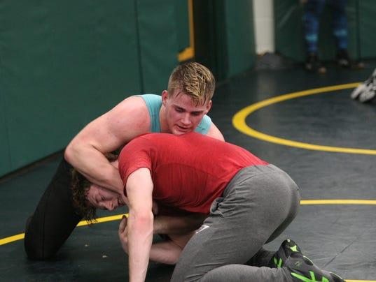 636221019518537042-Northwest-wrestling-Dylan-Carney-3.JPG