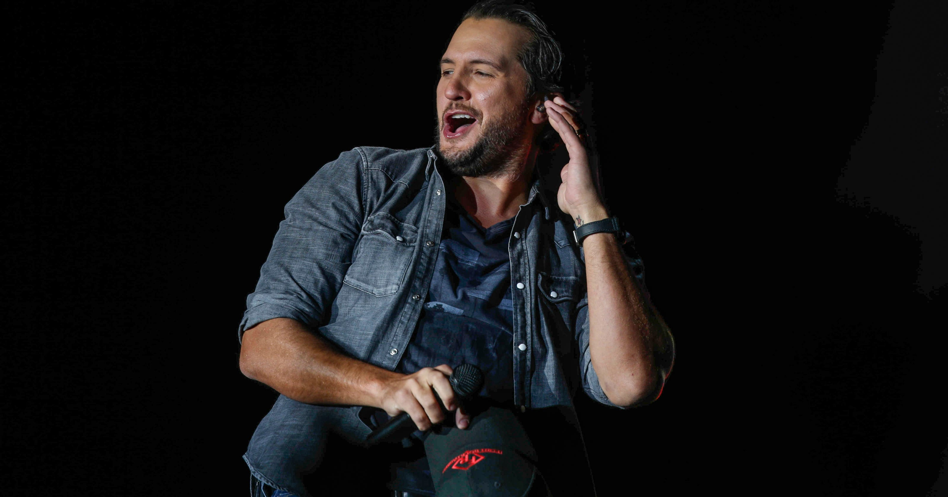 Luke bryan brings an unbelievable party to iowa farm tour show m4hsunfo