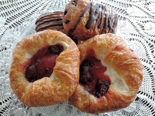 Chocolate Pastries Food Fruit Cream Cheese Danish