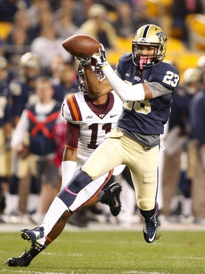 Pittsburgh Panthers wide receiver Tyler Boyd catches the ball on a 53-yard touchdown reception against Virginia Tech Hokies cornerback Kendall Fuller (11) during the first quarter at Heinz Field.