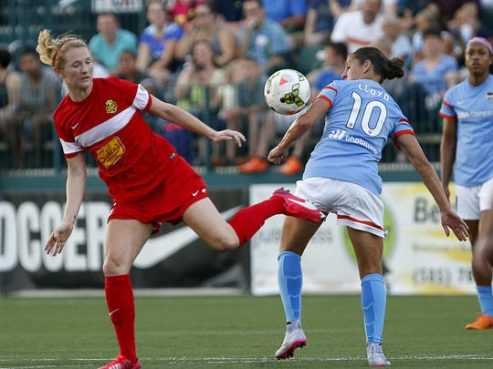 WNY's Samantha Mewis, left, battles Houston's Carli Lloyd in a match last season in Rochester. Mewis is expected to play for the Flash on Saturday, but Lloyd isn't due back to the Dash until next week.