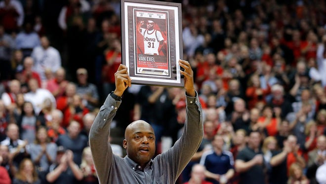 Former Cincinnati Bearcats guard Nick Van Exel is recognized in the second half.