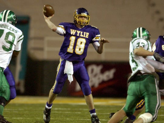 Wylie quarterback Case Keenum (18) throws a pass during