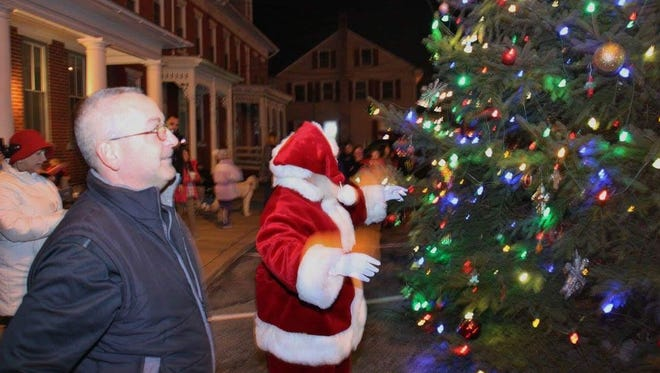 Jonestown Mayor Vince Sellers and Santa at Jonestown's tree lighting ceremony on Nov. 25, 2016.