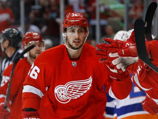 636039474769628350-AP-Islanders-Red-Wings-Hocke.jpg