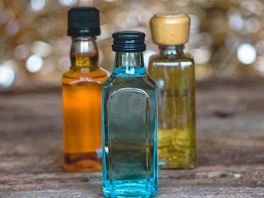 635987496102712842-mini-bottles-ThinkstockPhotos-508466542.jpg
