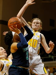 Saginaw Heritage's Lauren Reed goes up for the layup