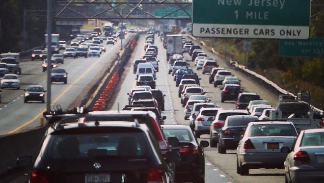 Travel expert Christopher Elliott says to avoid traffic jams on the way to your Thanksgiving destination, be willing to hit the road super early in the morning.