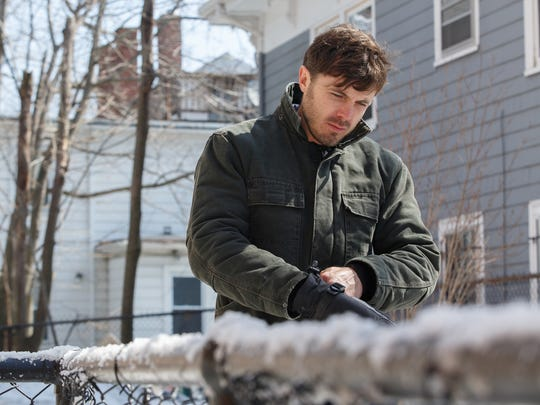 Casey Affleck is a handyman who returns to his New