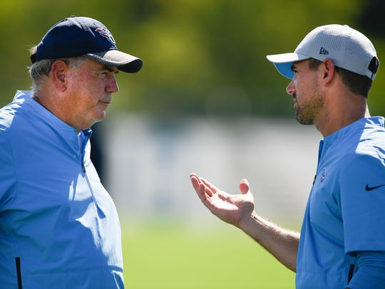 Titans defensive coordinator Dean Peas talks with offensive