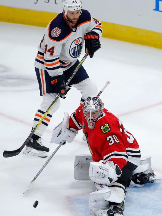 Oilers_Blackhawks_Hockey_75941.jpg