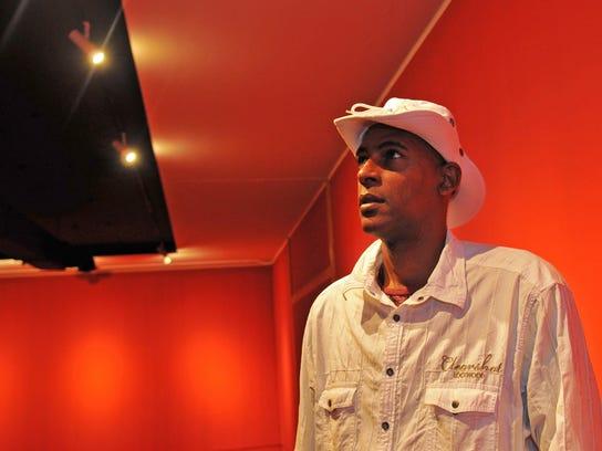 Cuban artist Gordillo at Foosaner
