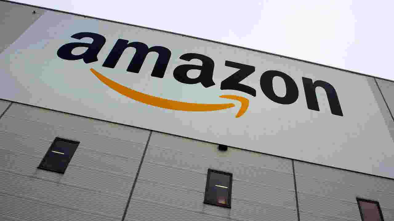 Amazon ups hourly wage to $15