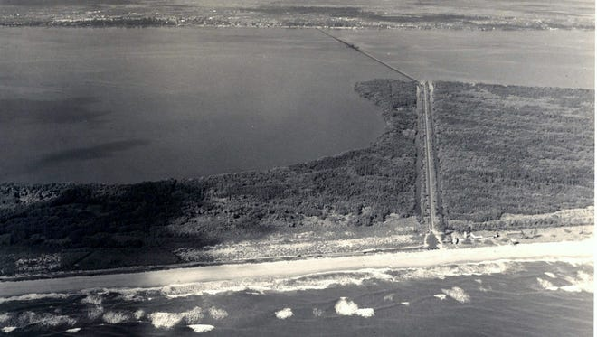 Hutchinson Island connected to Jensen Beach by the bridge in 1947, looking west.  Hutchinson Island in the late 1940s along the beach with the Sandpiper to the left and Sand Club to the right.  (source: Art Ruhnke Photographer, the Arthur Gordon Brewer Collection)