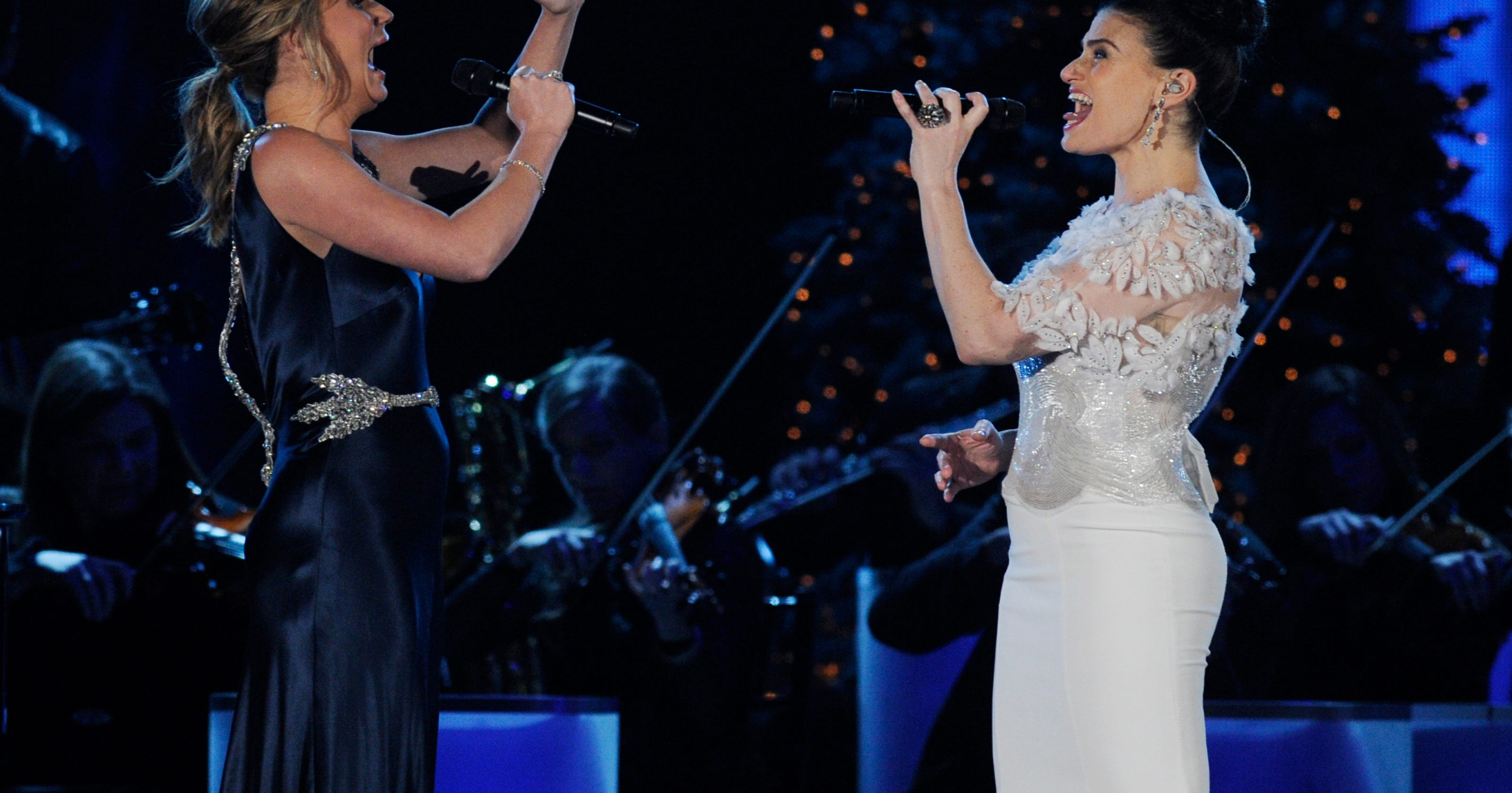 Jennifer Nettles, Idina Menzel sing 'Let it Go'