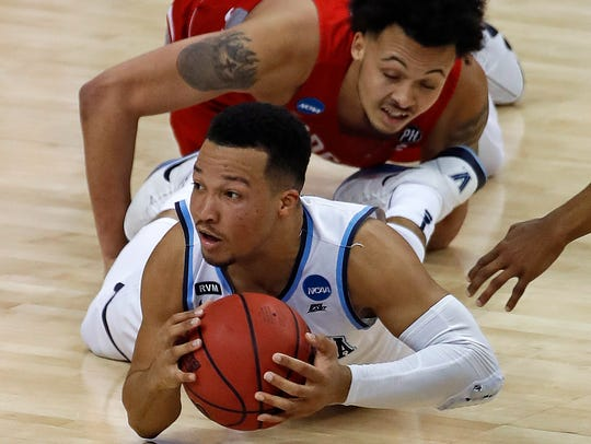 Villanova's Jalen Brunson (1), bottom, passes to a