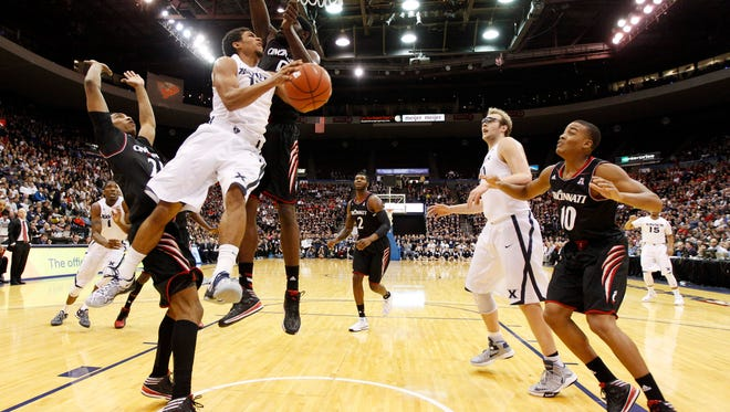Xavier guard Dee Davis shoots during the first half against UC in December of 2013.