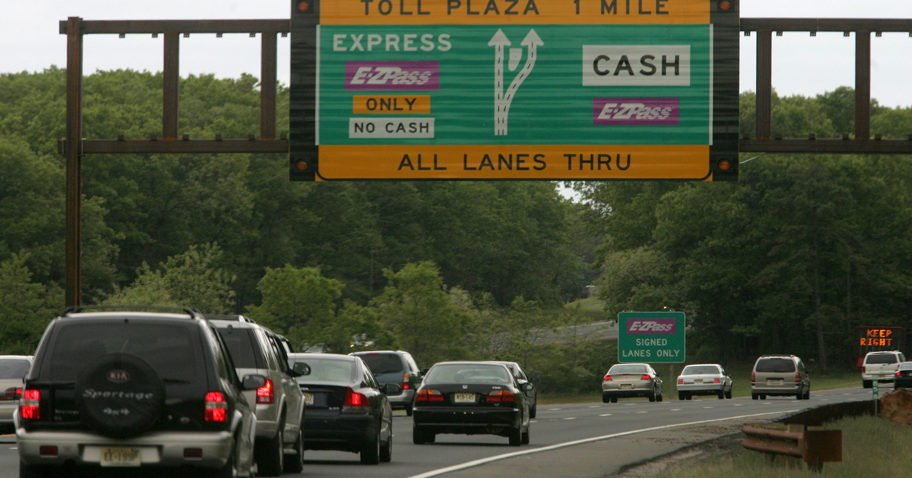 Man killed in 1 of 2 N J  turnpike accidents