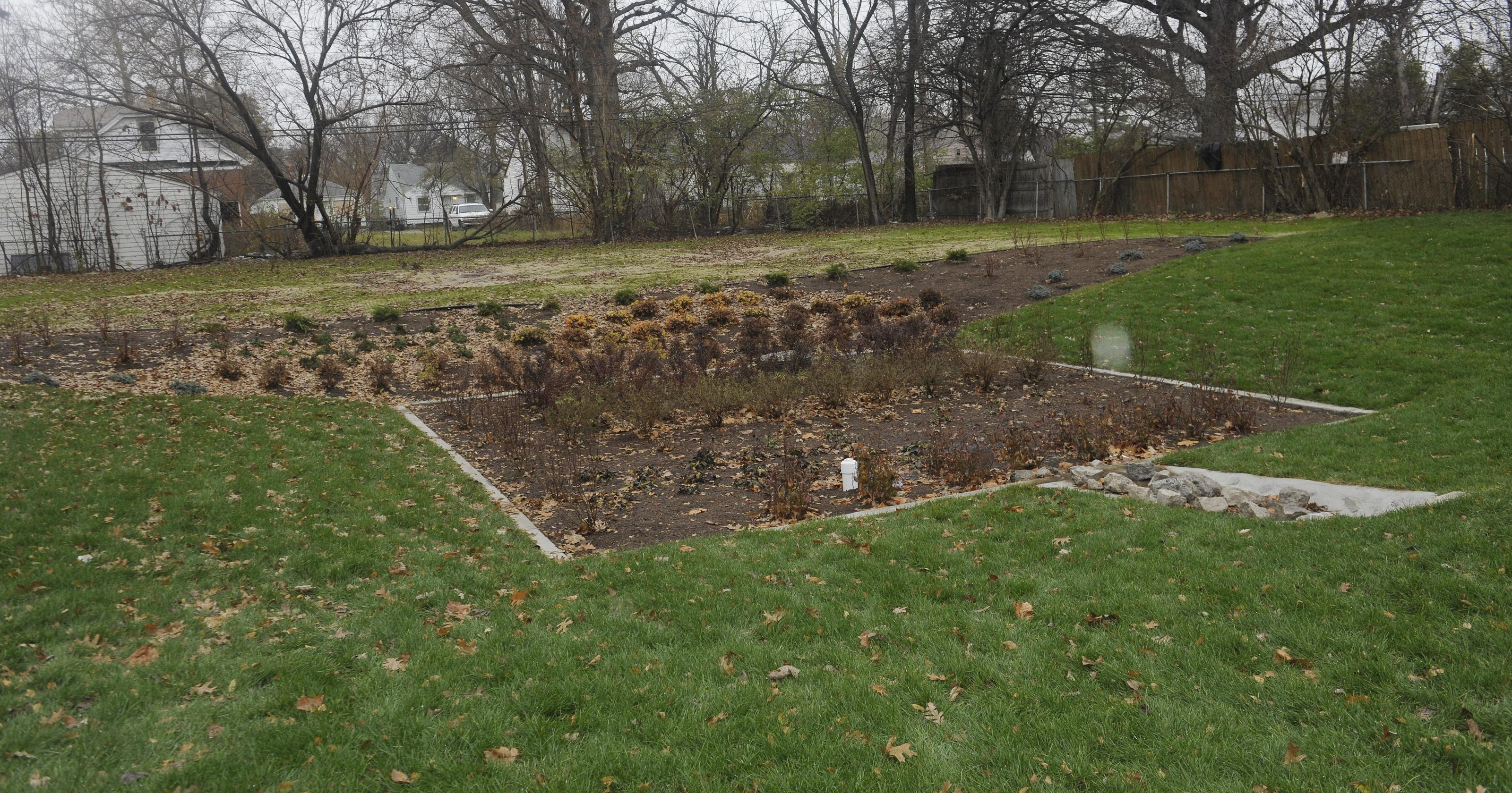 Designers hope vacant lot gardens help keep river water clean