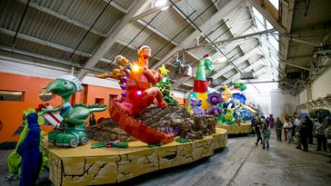 Dinosaurs to take Thanksgiving parade to new heights
