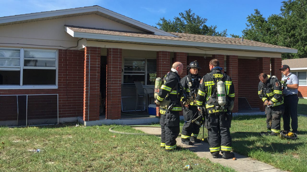 A kitchen fire in Cocoa Sunday afternoon brought firefighters from Cocoa, Rockledge, and BCFR. No injuries reported. Video by Tim Shortt. Posted 6/26/17.