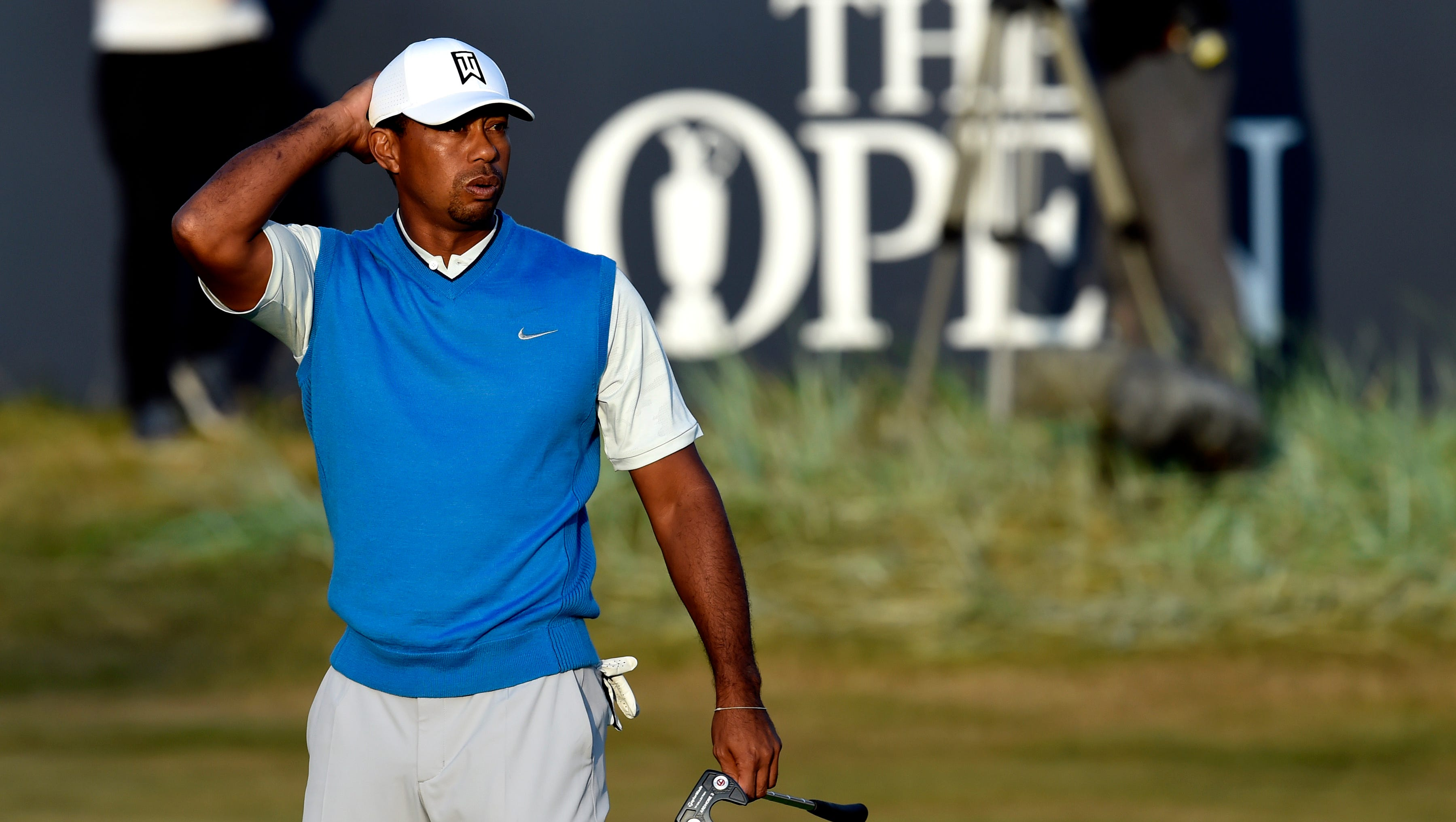 british open  tiger woods misses opportunities in opening