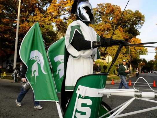 MSU Professor in the Department of Animal Science Brian Nielsen dressed like a Spartan in the College of Agriculture and Natural Resources' chariot pulled by a horse in the 2009 MSU Homecoming Parade