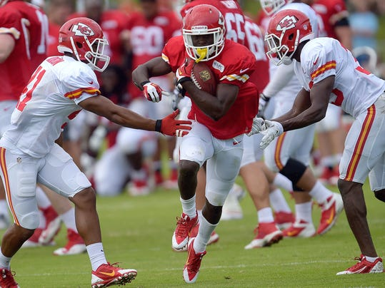 Kansas City Chiefs De'Anthony Thomas (1) splits defenders during a NFL training camp, Wednesday, July 30, 2014 on the Missouri Western State University campus in St. Joseph. Mo.  (AP Photo/St /Joseph News-Press, Todd Weddle)