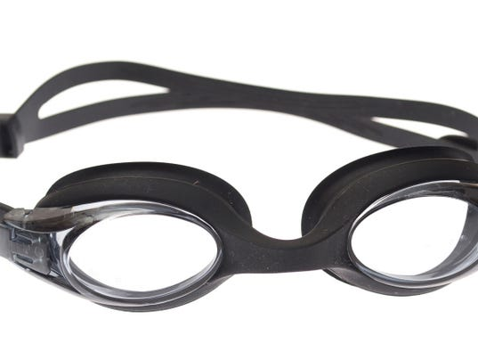 635909987452978090-swimming-goggles.jpg