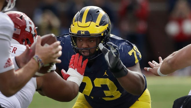 Michigan defensive lineman Maurice Hurst says he'll play in Monday's Outback Bowl against South Carolina.