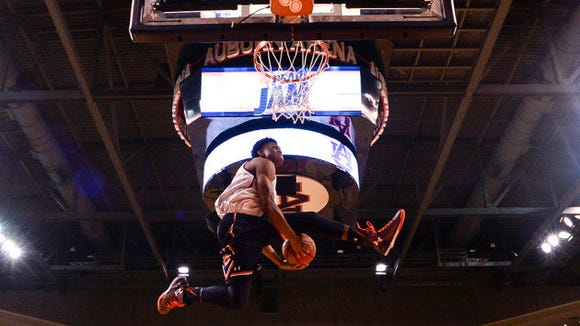 Auburn guard New Williams in the dunk contest at Pearl