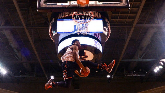 Auburn guard New Williams in the dunk contest at Pearl Jam event in Auburn, Ala. on Wednesday, Oct. 22, 2015.