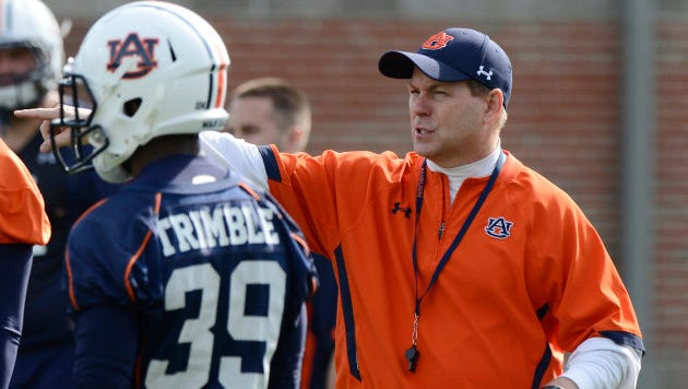 Scott Fountain works with his players on the offense on Wednesday. Auburn football practice on Wednesday, April 24, 2013 in Auburn, Ala.