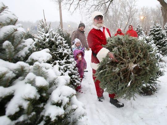 Santa Claus, aka Peter Muroski, of Native Landscapes