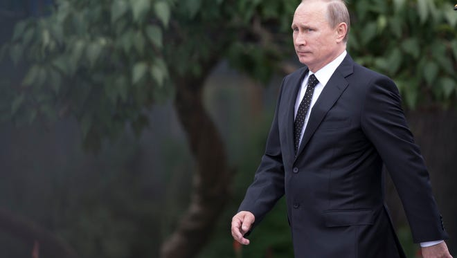 Russian President Vladimir Putin has urged both sides in the Ukrainian conflict to sit down at the negotiating table and find a compromise.