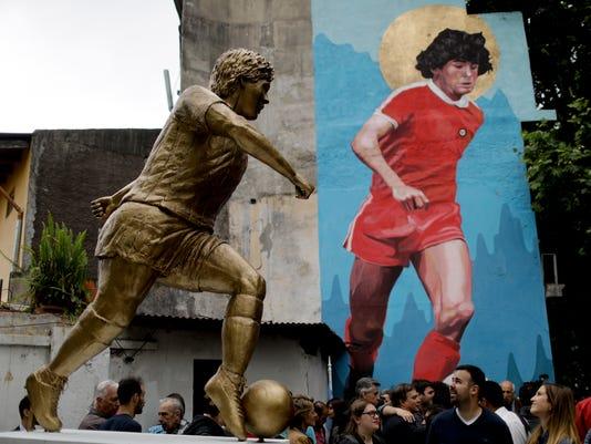Argentina_Maradona_Statue_37389.jpg