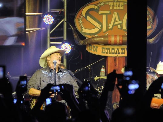 alan-jackson-at-the-stage-nashville