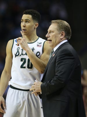 Michigan State head coach Tom Izzo talks to Travis Trice during second-half action against the Georgia Bulldogs on March 20, 2015.