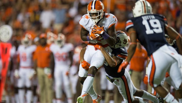 Auburn defensive back Carlton Davis (6) tackles Clemson