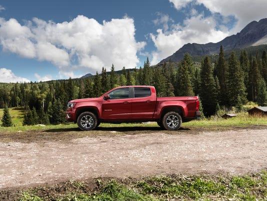 2015-Chevrolet-ColoradoZ71-010-medium.jpg
