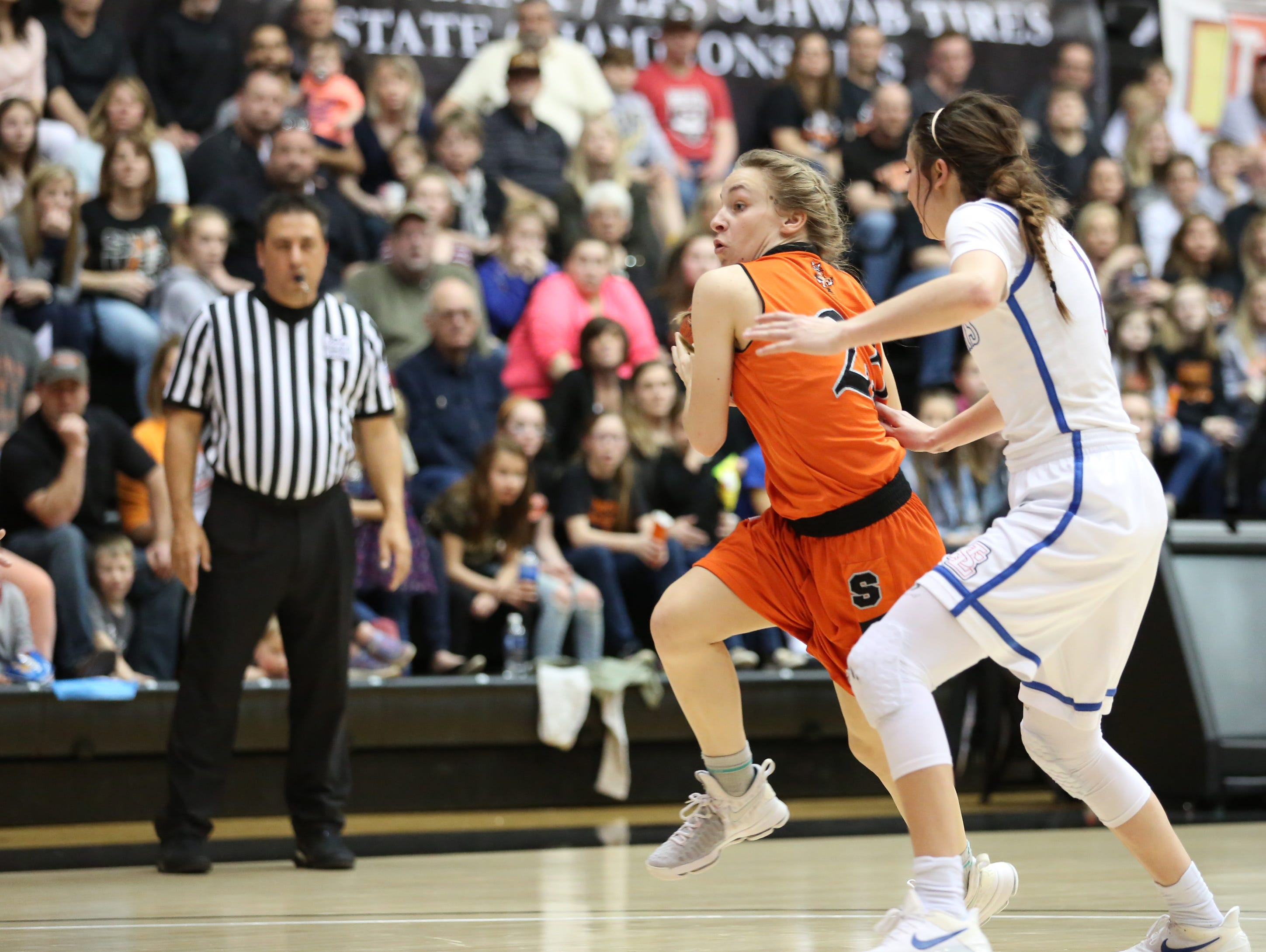 Silverton's Paige Alexander and the Foxes fall to La Salle 42-28 in the OSAA Class 5A state championship on Friday, March 10, 2017, at Gill Coliseum in Corvallis.