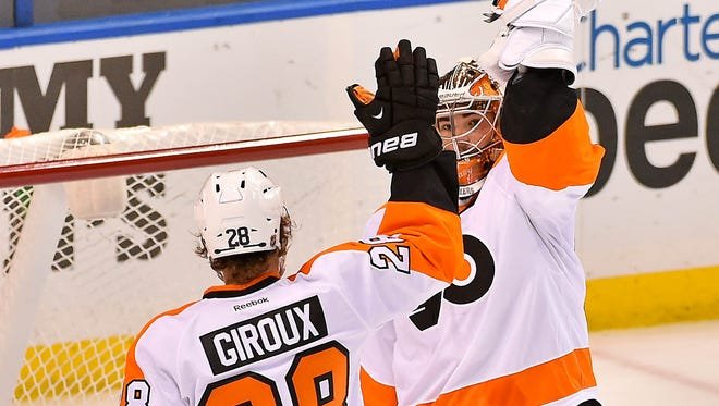Claude Giroux had three points in the Flyers' victory over the St. Louis Blues.
