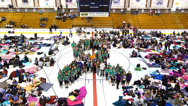 SUNY Geneseo students team captains for human ribbon in Relay for Life fundraiser