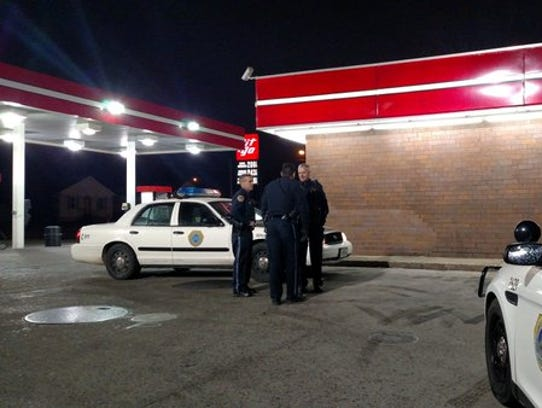 Des Moines police respond to a robbery at Git-N-Go