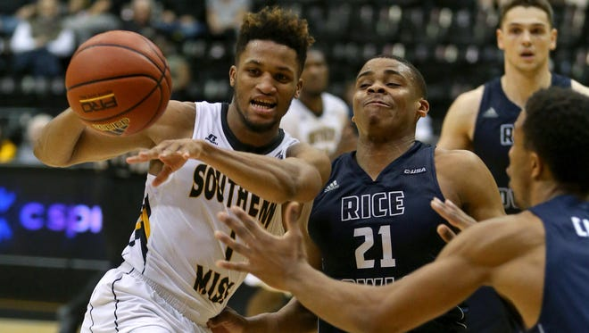Southern Miss' Cortez Edwards passes while defended by Rice's Chad Lott  in the second half at Reed Green Coliseum. Rice won, 61-58.