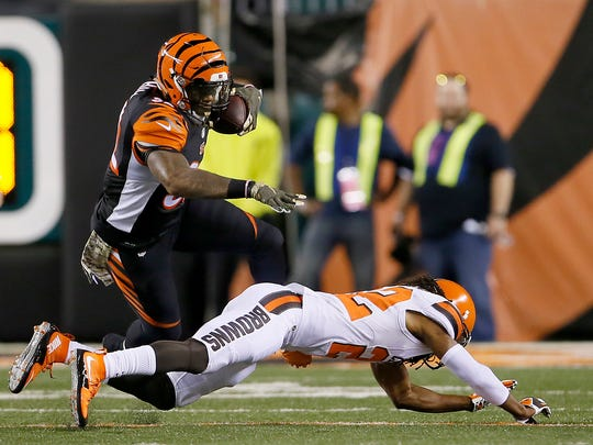 Cincinnati Bengals running back Jeremy Hill (32) looks for running room in the second quarter during the Week 9 NFL football game between the Cleveland Browns and Cincinnati Bengals, Thursday, Nov. 5, 2015, at Paul Brown Stadium in Cincinnati.