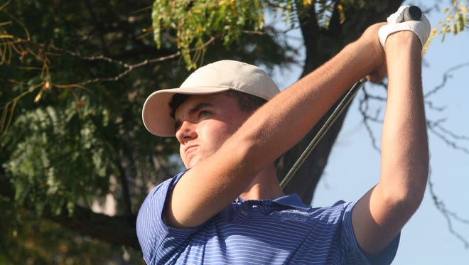 St. Xavier junior Oscar Zimmerman hits a shot at the GCL South tournament on Sept. 25, 2017 at Glenview Golf Course.
