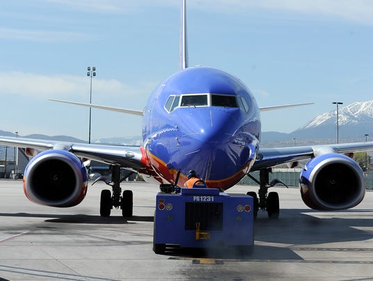 635538604145123224-REN0427-Reno-Airport-9