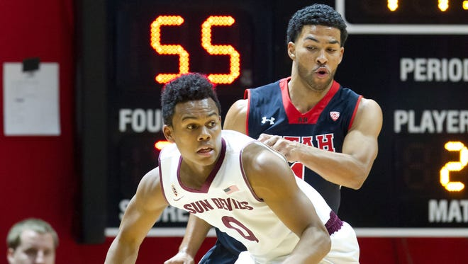 Feb 26, 2015: Arizona State Sun Devils guard Tra Holder (0) dribbles the ball as Utah Utes guard Isaiah Wright (1) defends during the second half at Jon M. Huntsman Center. The Utes won 83-41.