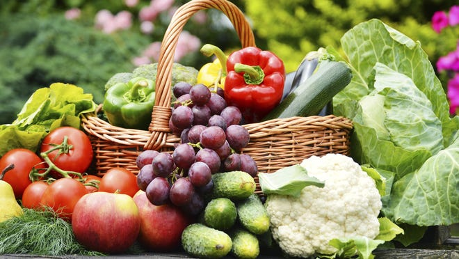 We all know we should eat more fresh fruits and vegetables, and experts are seeing a little movement in the right direction, citing the growth of farmers markets, more vegetarian restaurant options and campaigns to encourage produce consumption.